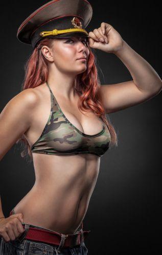 Девушки солдатки секси